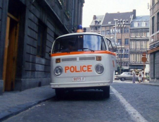 1975 volkswagen combi typ 2 t2 in les for Garage volkswagen moulins