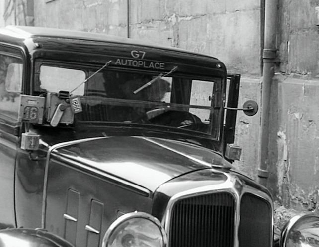 1933 renault taxi g7 type kz11 in rue de l for Garage des taxis g7