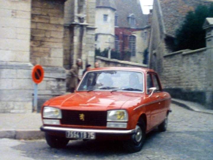 1977 peugeot 304 sl in les enqu tes du commissaire maigret 1967 1990. Black Bedroom Furniture Sets. Home Design Ideas