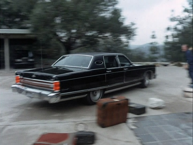 1975 lincoln continental town car in the rockford files 197. Black Bedroom Furniture Sets. Home Design Ideas