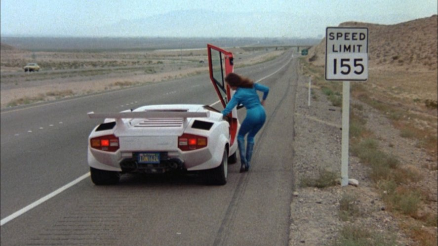 lamborghini countach cannonball run 2 1983 lamborghini countach lp 500 s in cannonball run ii. Black Bedroom Furniture Sets. Home Design Ideas