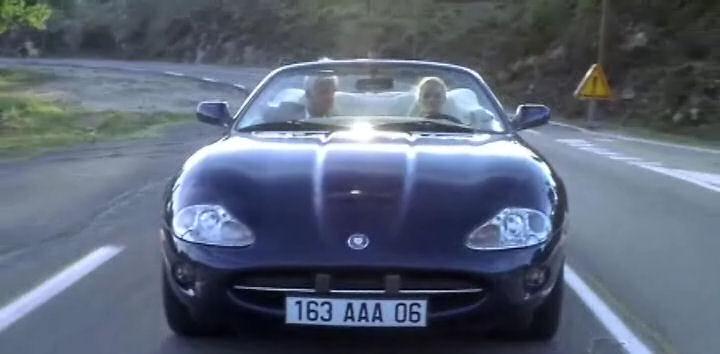 """IMCDb.org: 1997 Jaguar XK8 X100 in """"Une chance sur deux ..."""