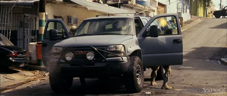 IMCDb.org: 2001 Chevrolet Suburban 2500 (with GMC front ...