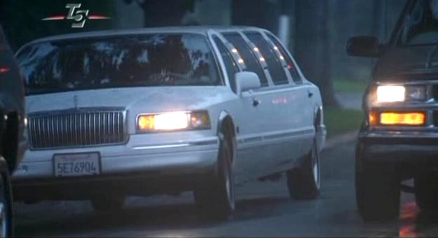 Imcdb Org 1995 Lincoln Town Car Stretched Limousine In Wag The Dog