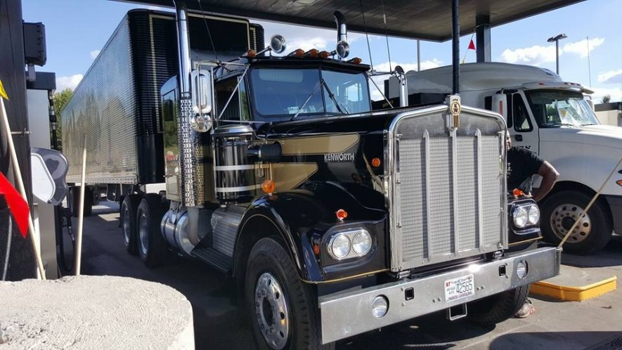 """IMCDb.org: 1972 Kenworth W-900 A in """"Smokey and the Bandit ..."""