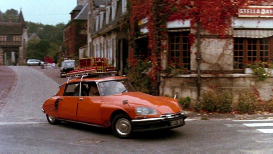 "IMCDb.org: 1972 Citroën DS 21 in ""European Vacation, 1985"""